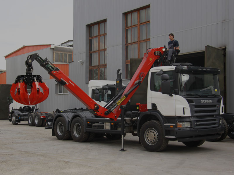 Hooklift with crane and gripper