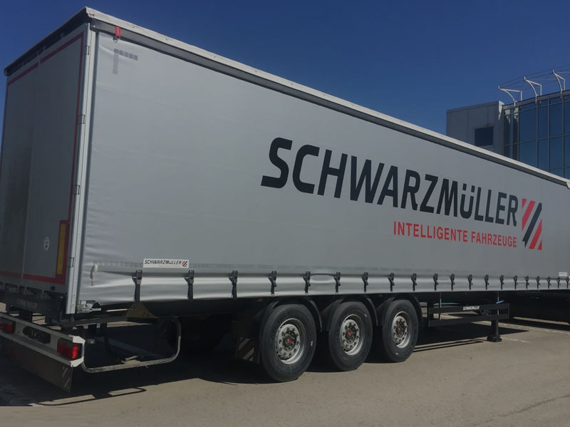 Semitrailer with moving floor
