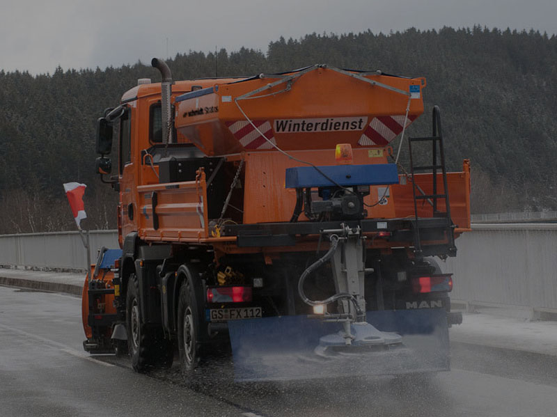 Spreader of solid material STRATOS