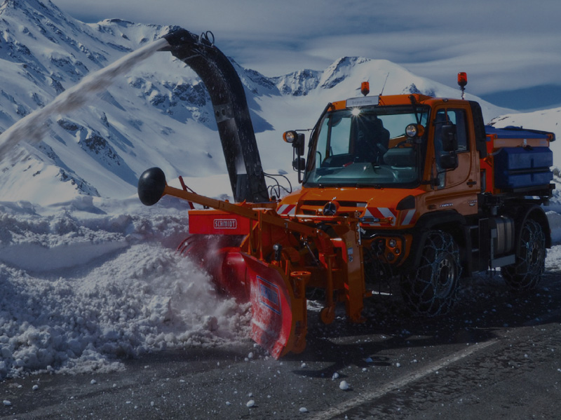 Rotating Snow clearing machine